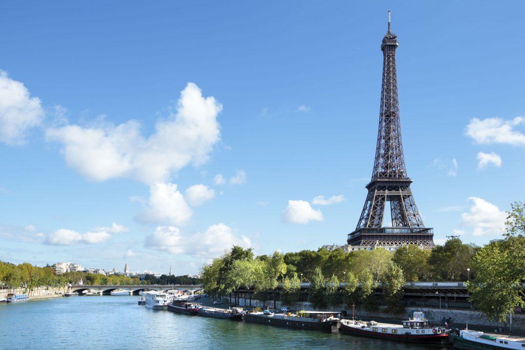 Eiffel-Tower-river-view-vf